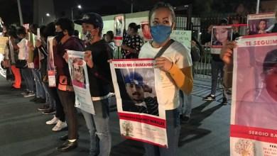 """Photo of Miembros del Colectivo """"A Tu Encuentro"""" se manifiestan fuera de la XII Región Militar de Irapuato"""