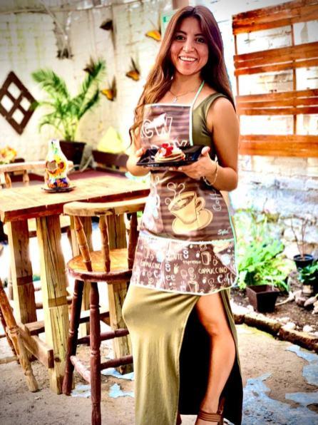 karina en su restaurante (2)