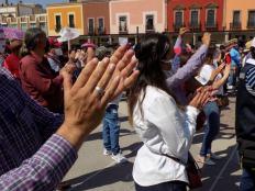 Los irapuatenses aplaudiendo y alentando a su candidato. Foto por Francisco Somoza