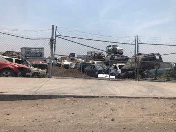Todo este terreno resguarda presuntamente vehículos de grupos dedicados a la extracción de gasolinas. Foto por Francisco Somoza.