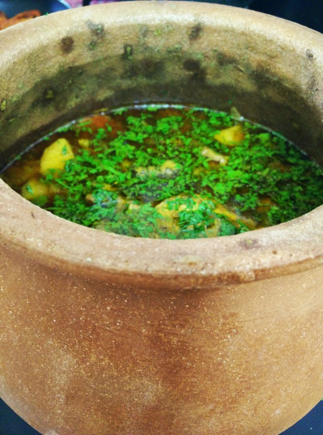 Chicken cooked with green garic in an earthen pot