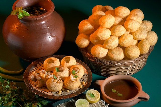 Pani Puri had the traditional way, from an earthen pot.