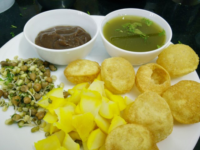Ready to be eaten: pani puri stuffed with sprouts, boiled potatoes and boodi