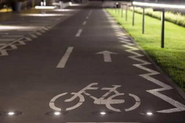 bike symbol on a grey road