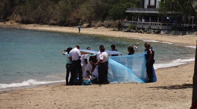 Un homme sauvé par les pompiers et les secours à la Baie des Citrons