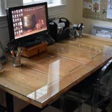 Upcycle an old door to create a fantastic desk. An easy DIY project for your office|Home Decor
