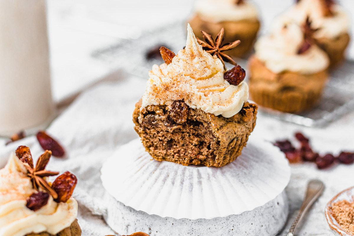 Dirty Chai Raisin Cupcakes with Vanilla Frosting