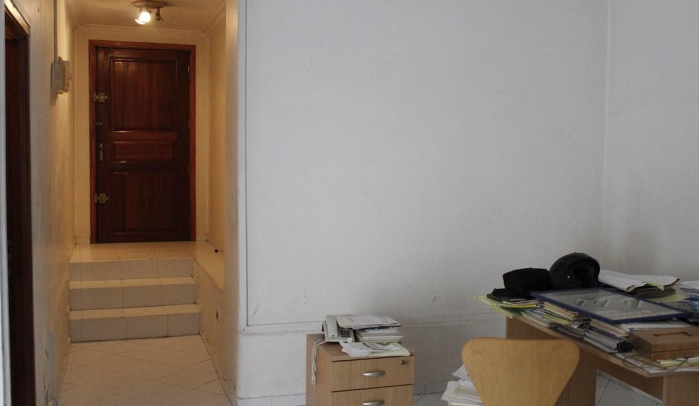 à acheter villa de 4 chambres principales avec puit et grande terrasse bien située.