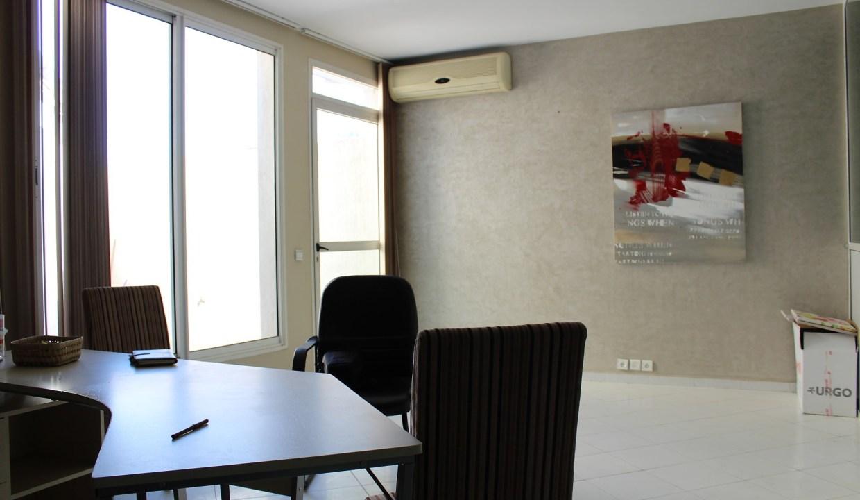 location pratique bureau bien équipé et aménagé