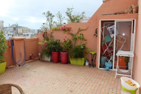 vend appartement de 127 m² (dont terrasse 27) au 6 éme étage situé entre le Bld Anfa et le Bld Ziraoui