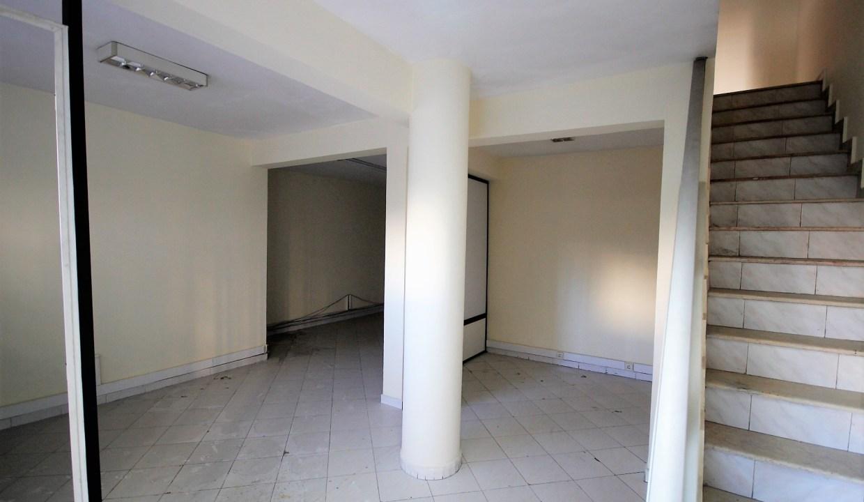 à acheter Magasin 130 m² avec 2 rideaux pour tous commerces