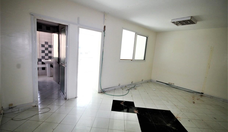 50 m² dans immeuble professionnel proche tram