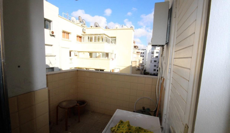à louer vaste appartement meublé de 105 m² haut standing                    en étage élevé