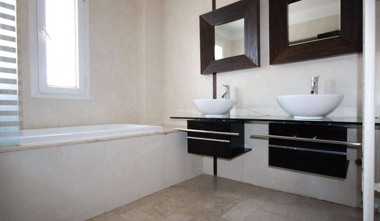 ain-diab-loue-villa-d-angle-moderne-de-4-chambres-vue-mer-014