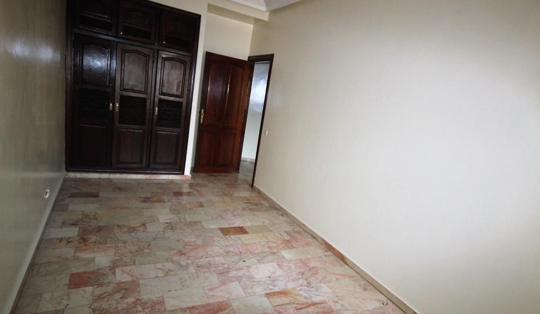 secteur-abdelmoumen-a-louer-vaste-appartement-3-chambres-de-160m2-026