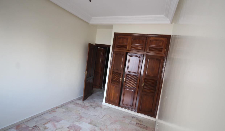secteur-abdelmoumen-a-louer-vaste-appartement-3-chambres-de-160m2-030