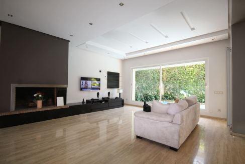 villa-de-5-chambres-a-louer-vide-ou-meublee-sur-terrain-371-m2-surface-habitable-400-m2-01