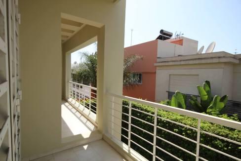 villa-de-5-chambres-a-louer-vide-ou-meublee-sur-terrain-371-m2-surface-habitable-400-m2-016