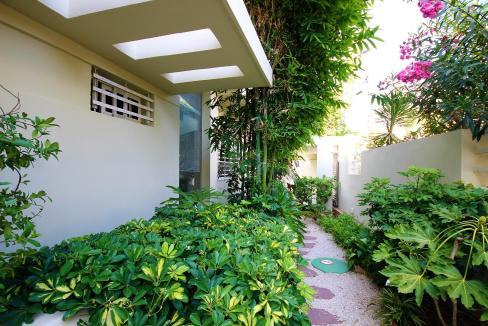villa-de-5-chambres-a-louer-vide-ou-meublee-sur-terrain-371-m2-surface-habitable-400-m2-039