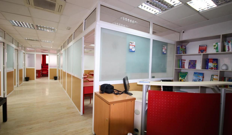 plateau-de-bureau-dans-immeuble-professionnel-002