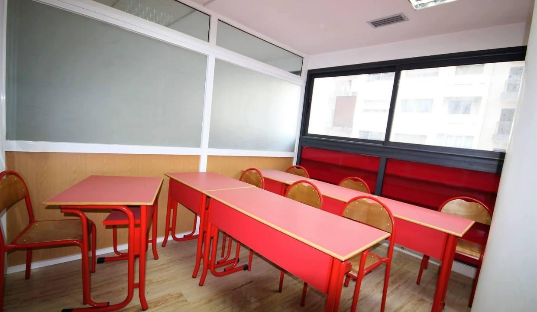 plateau-de-bureau-dans-immeuble-professionnel-004