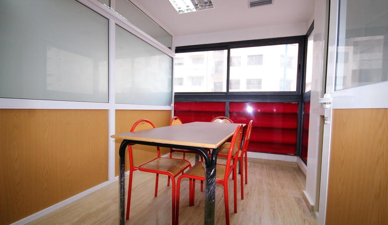 plateau-de-bureau-dans-immeuble-professionnel-007