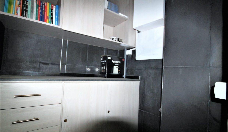plateau-de-bureau-dans-immeuble-professionnel-011