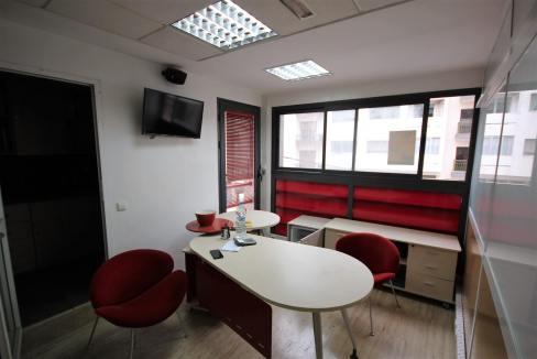 plateau-de-bureau-dans-immeuble-professionnel-014