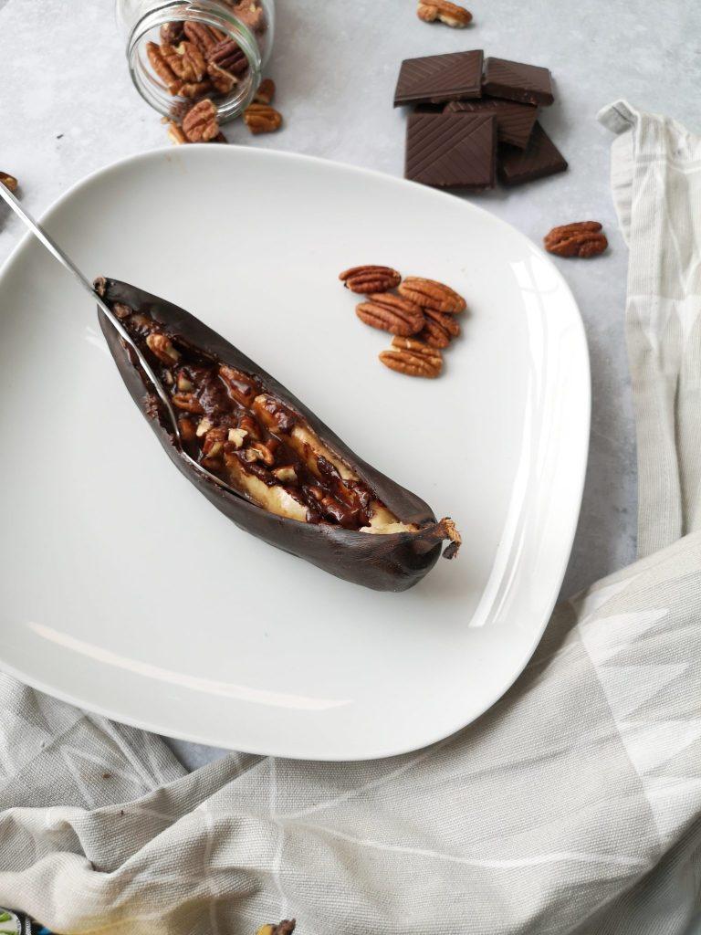 banane rôtie au four chocolat et pécan
