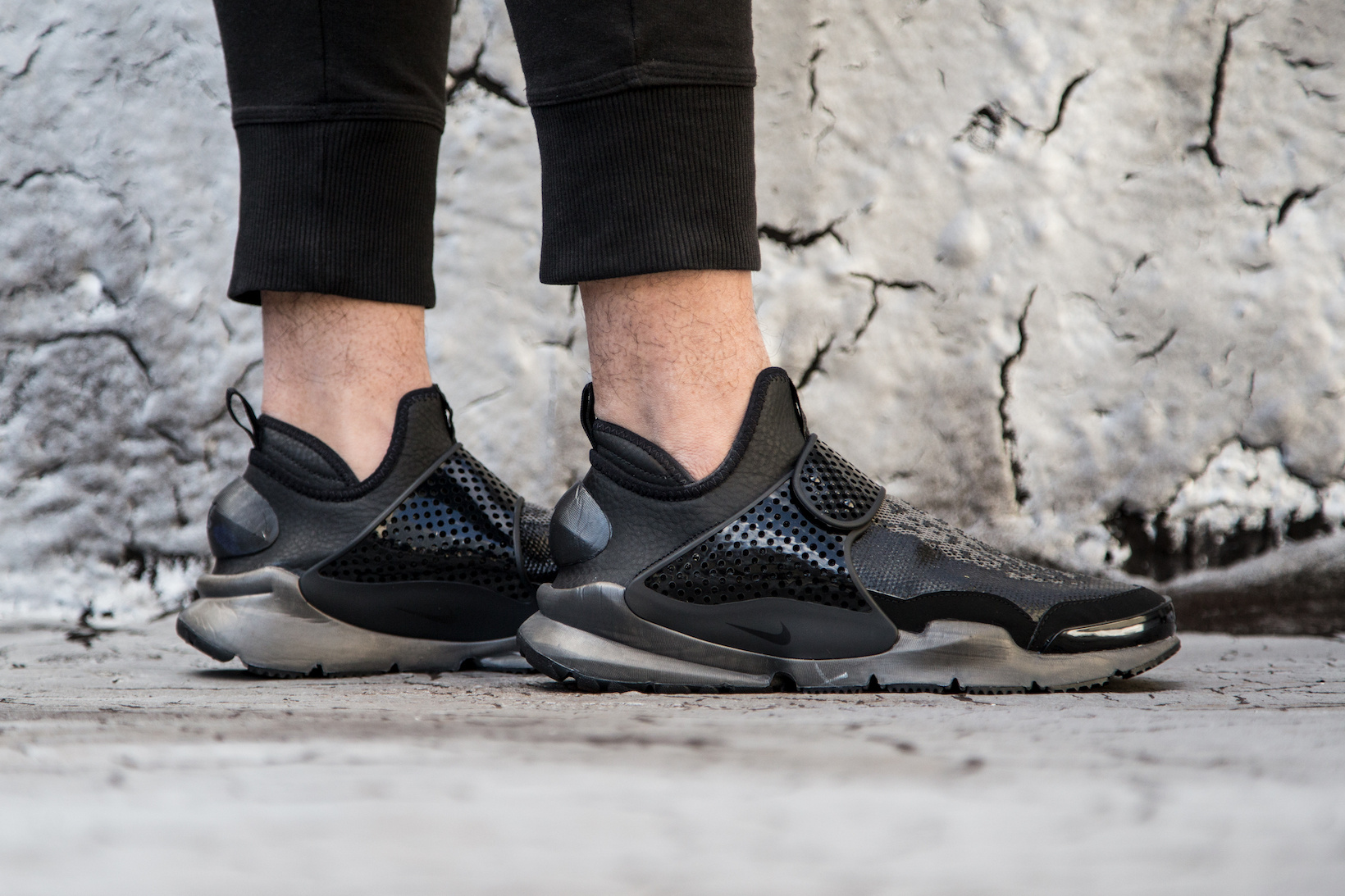 the latest c6a82 d5cac stone-island-nikelab-sock-dart-mid-on-feet-5.jpg