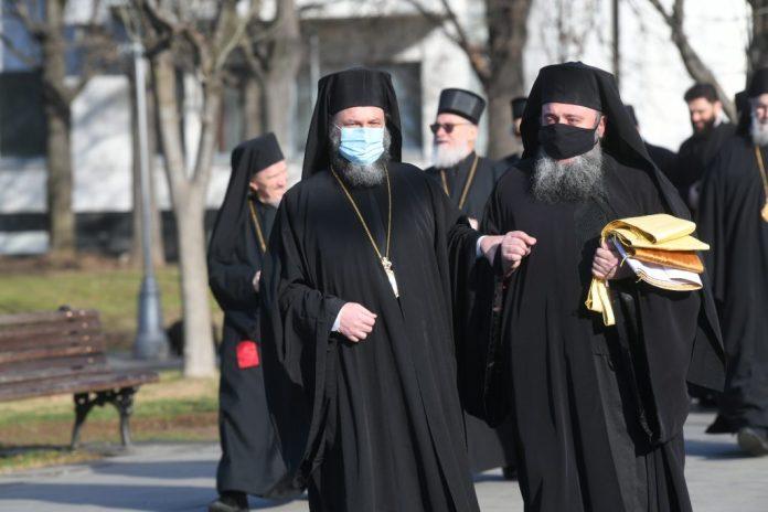 VLADIKE SE BUNE: Neko je hteo da nas kontroliše, moguće odlaganje izbora Patrijarha 1