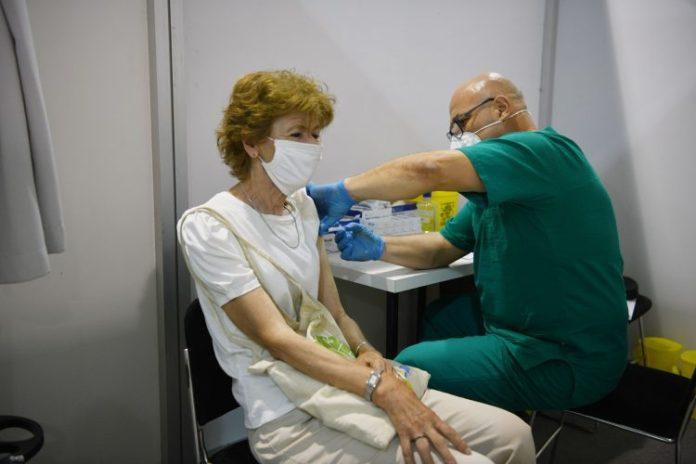 DIREKTOR SZO: Odložiti davanje treće doze vakcine; U Srbiji dato 29.000 trećih doza vakcina protiv korone! 1