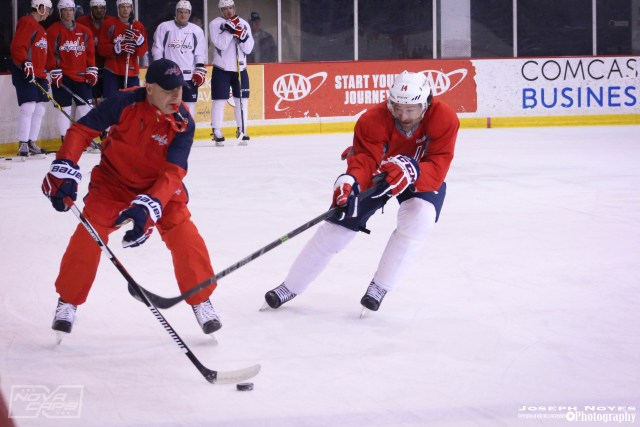 Justin-Williams-Practice-with-coach-washington-capitals.jpg