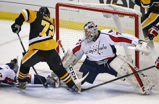 patric-hornqvist-and-braden-holtby