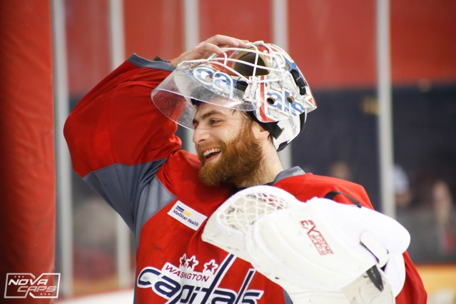 braden-holtby-capitals-practice-2.jpg
