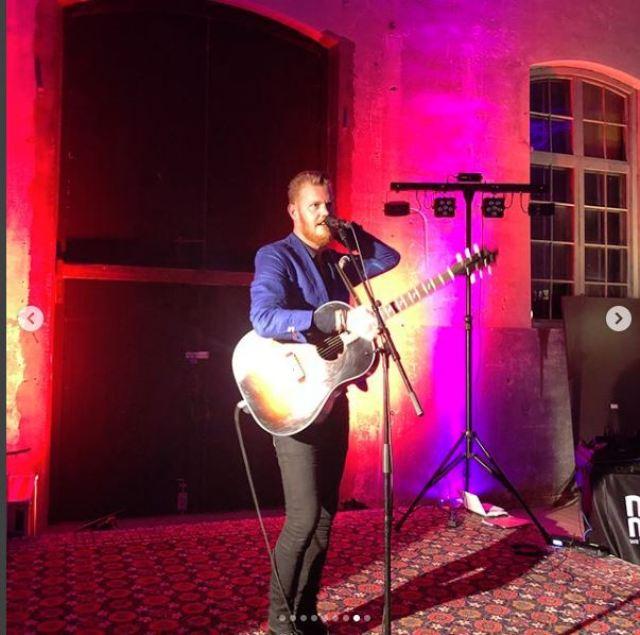 Singer Guitar Player at Johansson Wedding