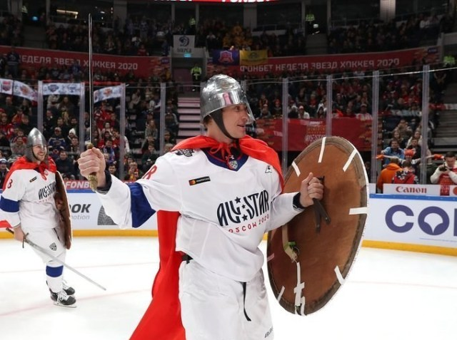Semin Dressed as Knight All Stars