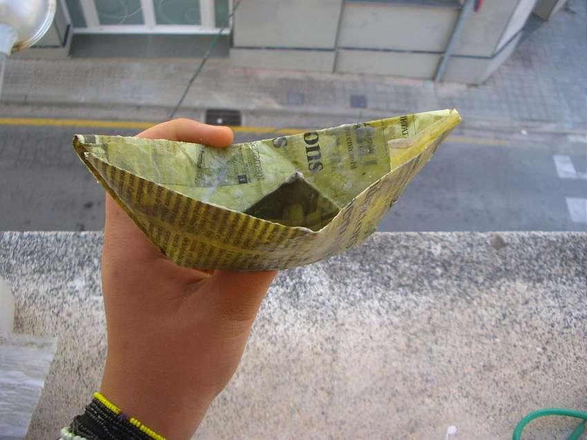 Hoe maak je een papieren boot die zwemt