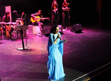 Niña Pastori actuó ante un Maestro Padilla lleno.
