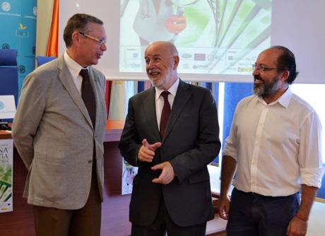 De las Nieves, el rector, Pedro Molina, y Francisco Egea.