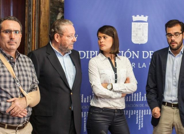Representantes de la Diputación de Almería y el Club Hereje Competición