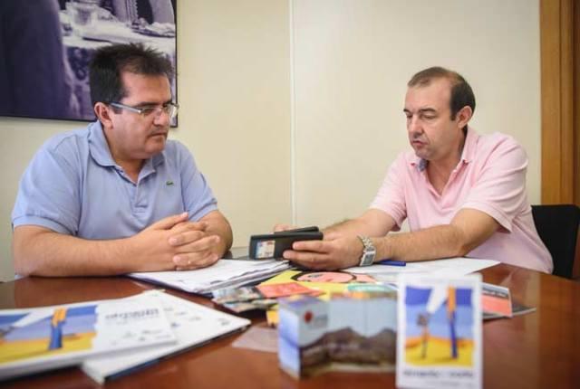 El diputado de Cultura, Antonio Jesús Rodríguez, y el director de FICAL, Enrique Iznaola.