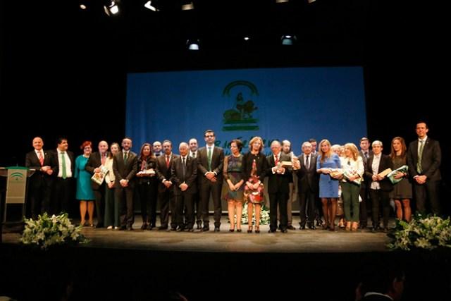 Foto de familia de los distinguidos en el Día de Andalucía en Almería.