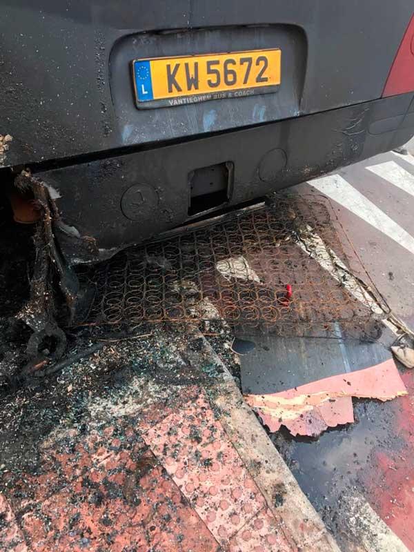 Restos del colchón que pudo ser el origen del incendio del autobús.
