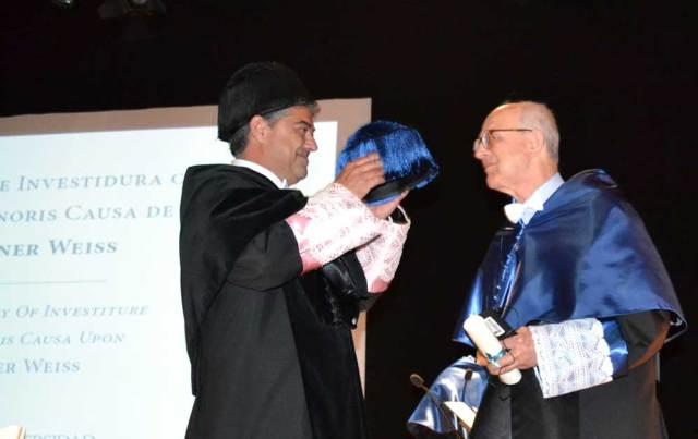 El rector de la UAL, Carmelo Rodríguez, junto al nuevo Honoris Causa Rainer Weiss.