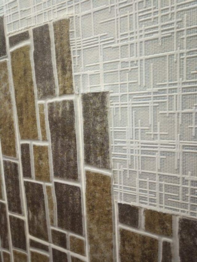 Идея создания панно из керамической плитки заподлицо со стеной оказалась не очень практичной и эстетичной.  |  Фото: moydomovoy.com.