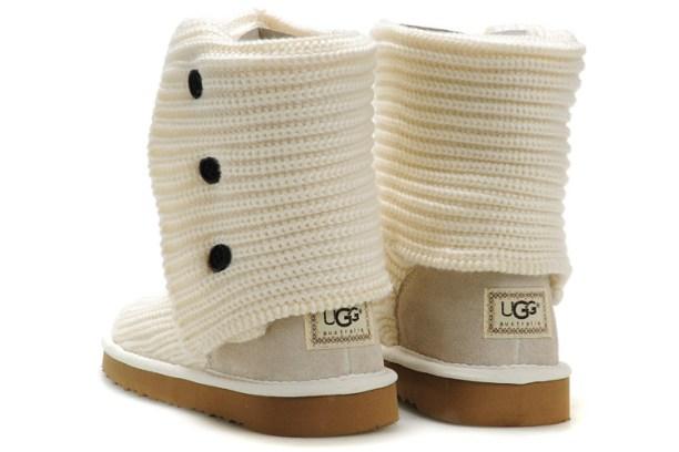 ugg-logo-boots-dbal8c3p