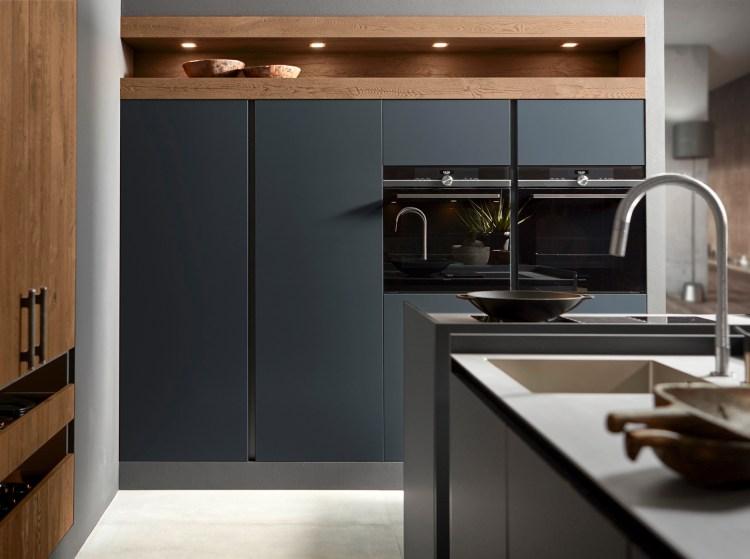 zwarte-keuken-houten-nis