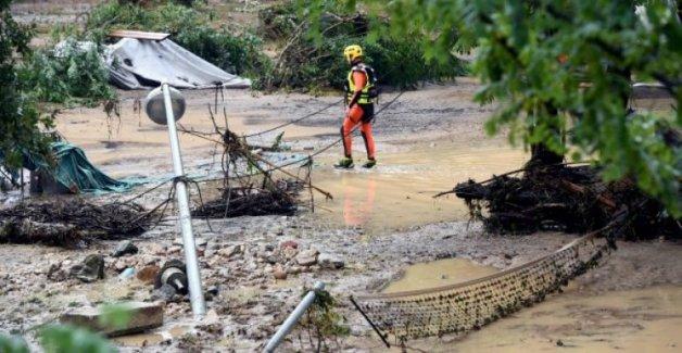 090818-france-flash-floods