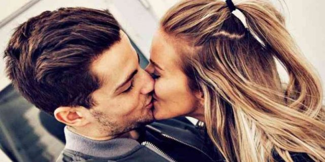 kiss-couple-love